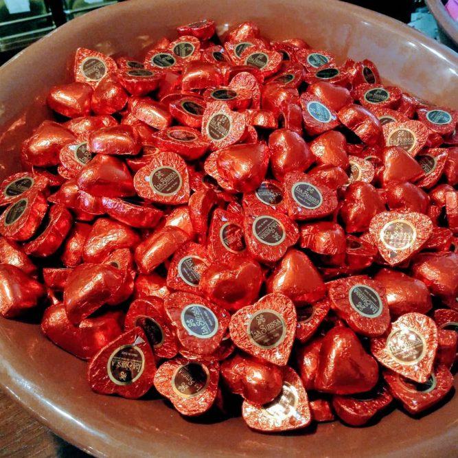 Gianduia - corações vermelhos de Chocolate de leite com creme de avelãs